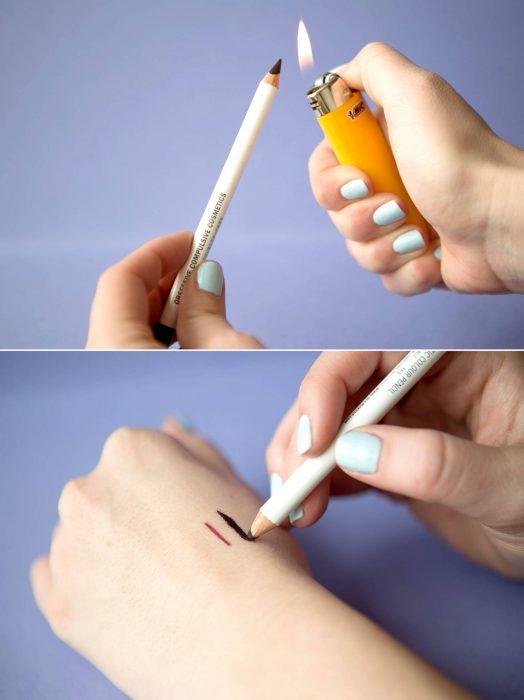 Menina queimando lápis de olho para intensificar o tom