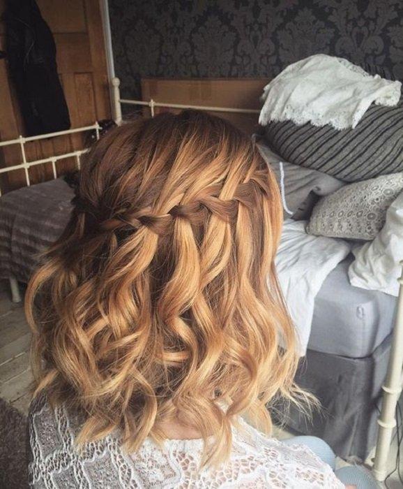 Penteado para cabelo curto com trança em cascata