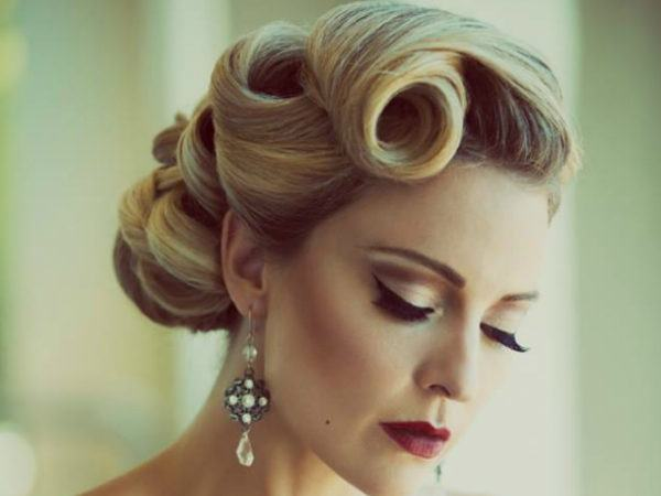hairstyles-pin-up-blond-curlers