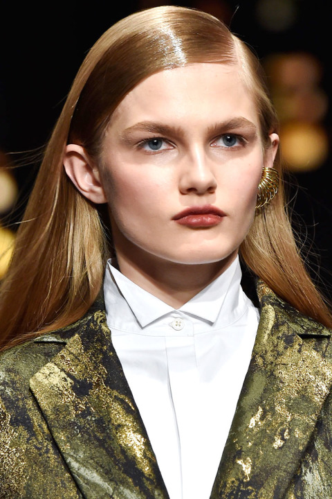 the-best-haircuts-and-hairstyles-for-women-fall-winter-long-hair-hair-hair-molhado-effect - já-dois-tons